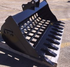 2.6   3.8T 1300mm Sieve bucket with teeth   adaptors (2) web